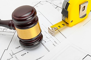 a gavel next to a measuring tape representing construction law